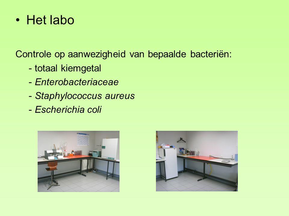 Het labo Controle op aanwezigheid van bepaalde bacteriën: - totaal kiemgetal - Enterobacteriaceae - Staphylococcus aureus - Escherichia coli