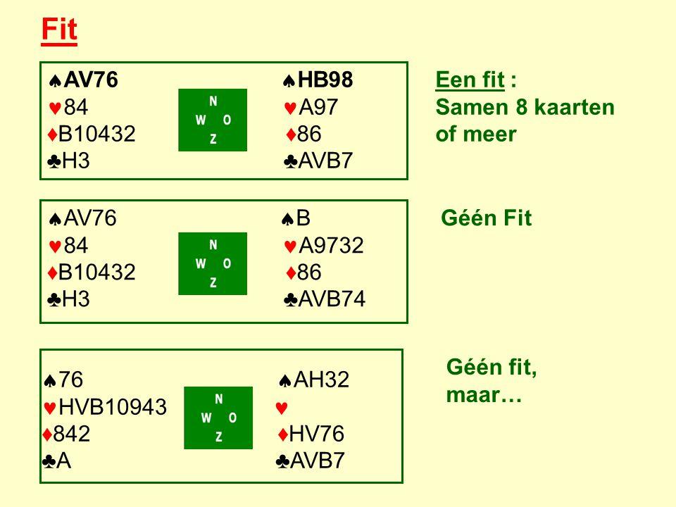 Fit  AV76  B 84 A9732 ♦B10432 ♦86 ♣H3 ♣AVB74  76  AH32 HVB10943 ♦842 ♦HV76 ♣A ♣AVB7  AV76  HB98 84 A97 ♦B10432 ♦86 ♣H3 ♣AVB7 Een fit : Samen 8 kaarten of meer Géén Fit Géén fit, maar…