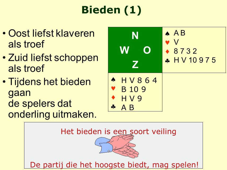 Zuid is de leider (  contract  West komt uit met 5 Noord (de dummy) legt zijn kaarten op kleur gesorteerd op tafel –in rijen, lengterichting –laagste kaart naar de leider –(troefkleur rechts) Zuid, de leider, zegt welke kaart de dummy bij moet spelen De dummy (2) N W O Z   ♣ Leider Dummy A V 7 6 2 H 4 3 A 2 H 7 6 5 HB4HB4 H963H963 VB3VB3 A V 8