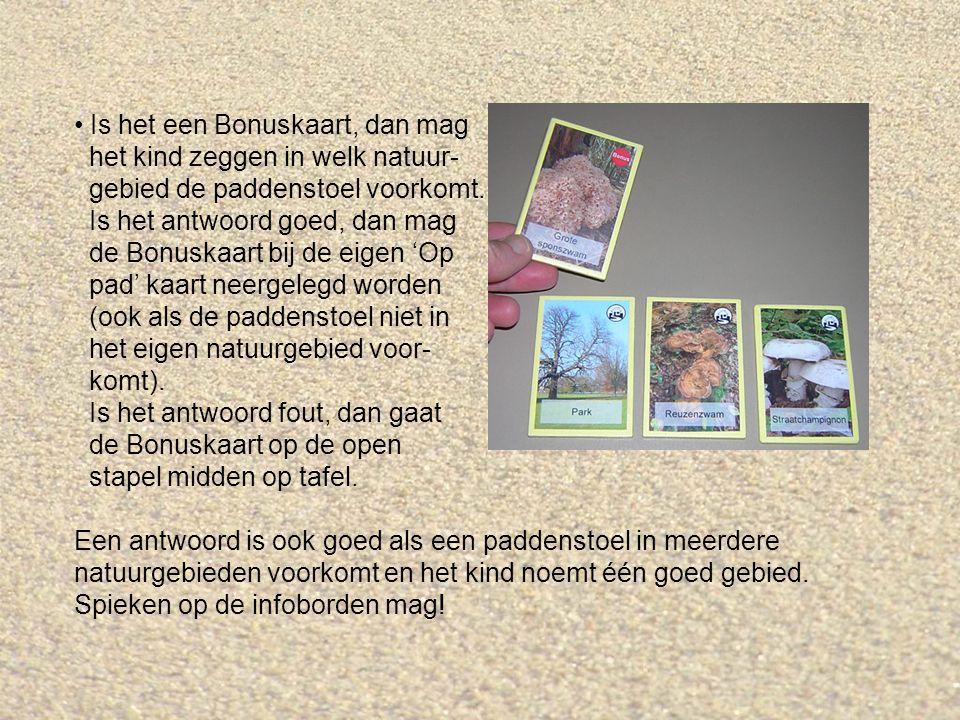 Is het een Bonuskaart, dan mag het kind zeggen in welk natuur- gebied de paddenstoel voorkomt.