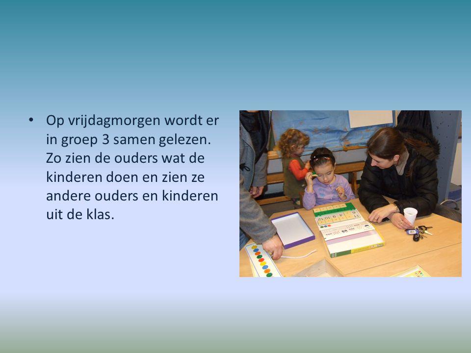 Op vrijdagmorgen wordt er in groep 3 samen gelezen. Zo zien de ouders wat de kinderen doen en zien ze andere ouders en kinderen uit de klas.