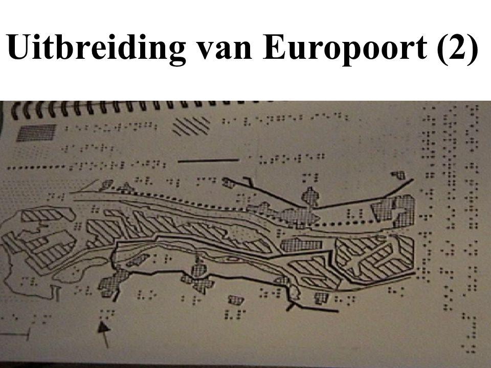 Uitbreiding van Europoort (1) zee: puntjes oude poort: streepjes steden: rondjes met puntjes treinlijn: stippellijn
