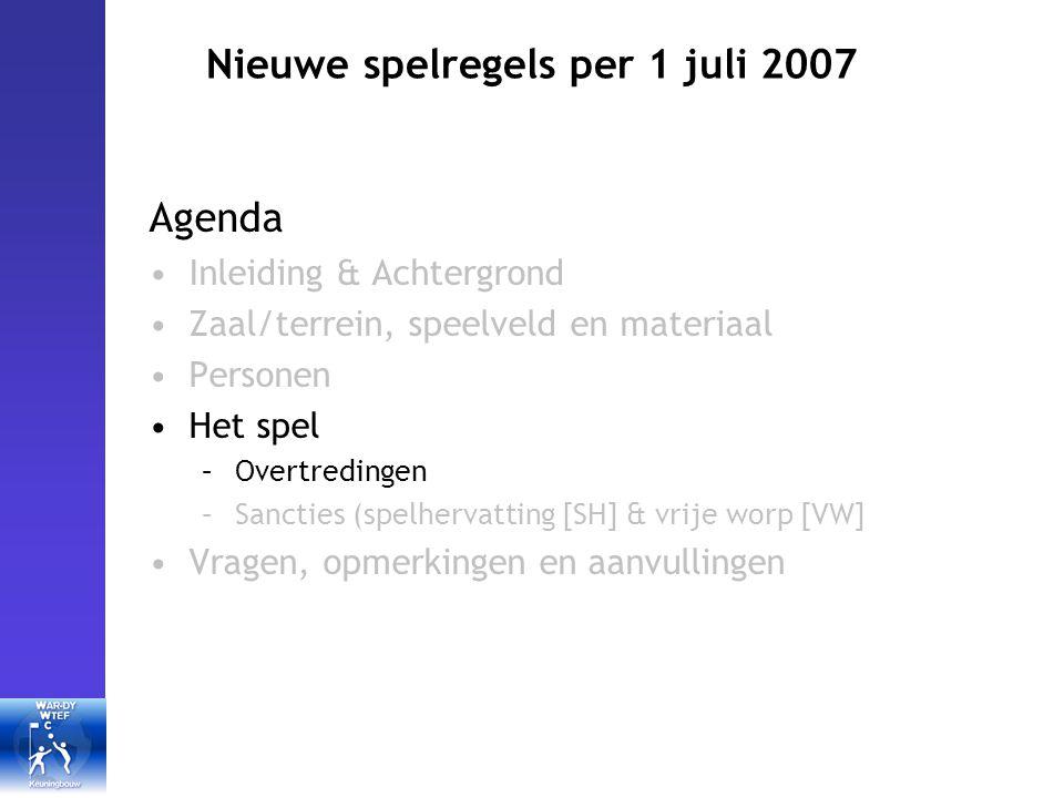 Nieuwe spelregels per 1 juli 2007 Het spel (overtredingen I) Voetbal: elke aanraking met been of voet is een overtreding Een tegenstander duwen, vasthouden of afhouden: maakt niet meer uit of de overtreding al dan niet met opzet geschiedt.
