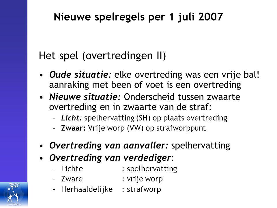 Nieuwe spelregels per 1 juli 2007 Het spel (overtredingen II) Oude situatie: elke overtreding was een vrije bal.