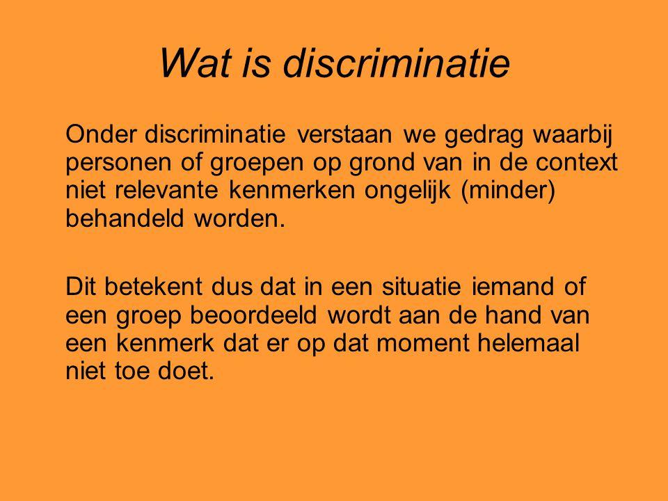 Wat is discriminatie Onder discriminatie verstaan we gedrag waarbij personen of groepen op grond van in de context niet relevante kenmerken ongelijk (