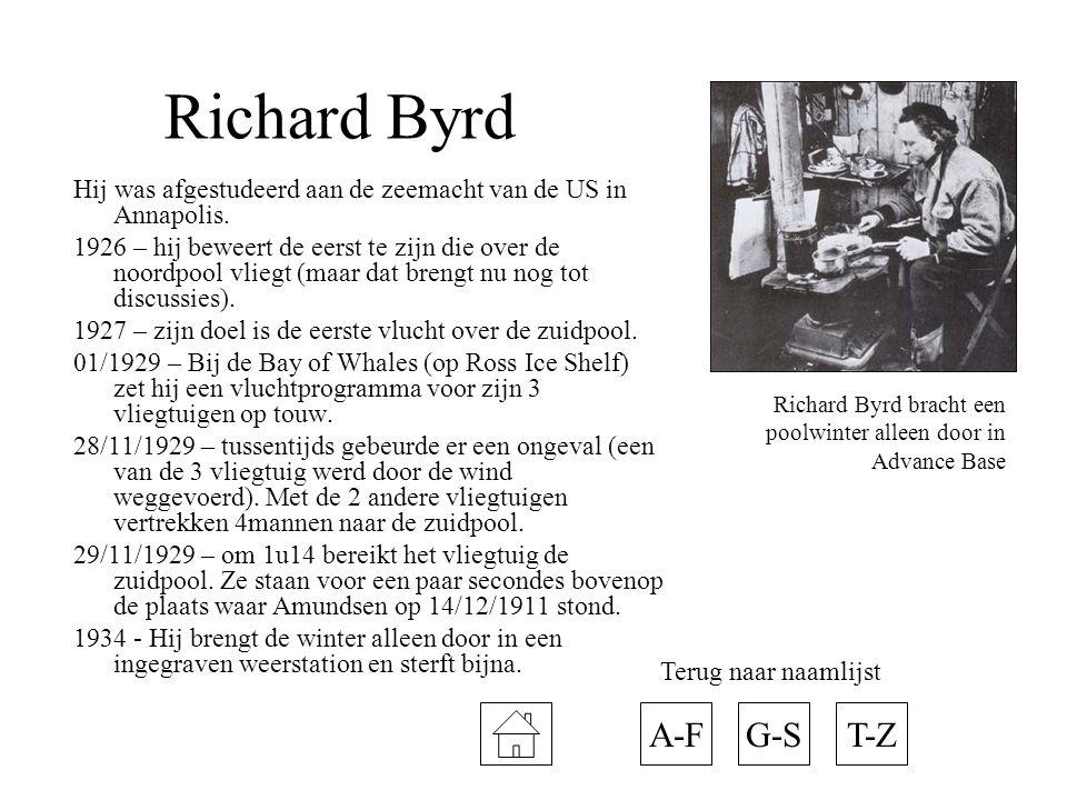 Richard Byrd Hij was afgestudeerd aan de zeemacht van de US in Annapolis. 1926 – hij beweert de eerst te zijn die over de noordpool vliegt (maar dat b