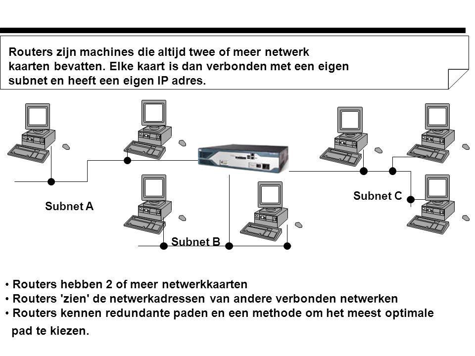 Werking Routers l Router ontvangt een packet van een van de aangesloten subnets l IP-laag ontvangt packet(s) en stelt zonodig het packet opnieuw samen l Check de bestemming aan de hand van het IP-adres (negeer als de bestemming hetzelfde subnet heeft als de source) l Raadpleeg de routetabel voor de richting waarin het packet verstuurt moet worden.