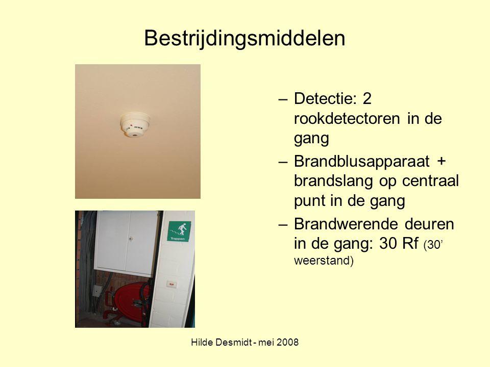 Hilde Desmidt - mei 2008 Bestrijdingsmiddelen –Detectie: 2 rookdetectoren in de gang –Brandblusapparaat + brandslang op centraal punt in de gang –Bran