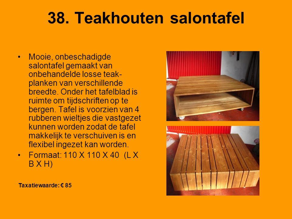 38. Teakhouten salontafel Mooie, onbeschadigde salontafel gemaakt van onbehandelde losse teak- planken van verschillende breedte. Onder het tafelblad
