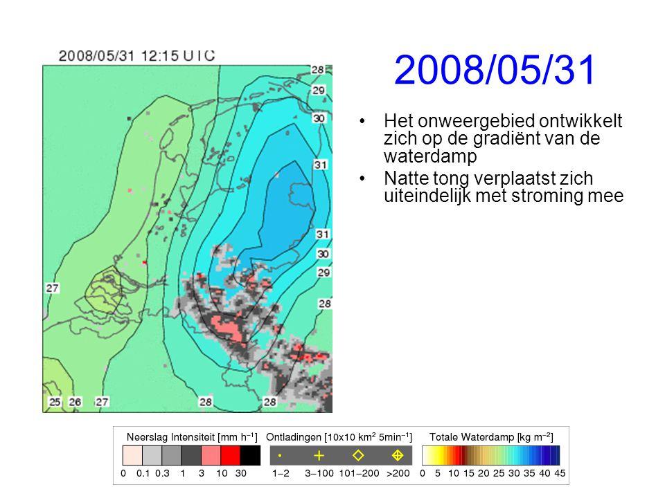 2008/05/31 Het onweergebied ontwikkelt zich op de gradiënt van de waterdamp Natte tong verplaatst zich uiteindelijk met stroming mee