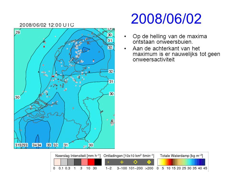 2008/06/02 Op de helling van de maxima ontstaan onweersbuien.