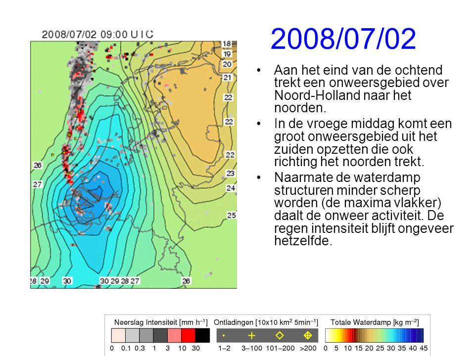 2008/07/02 Aan het eind van de ochtend trekt een onweersgebied over Noord-Holland naar het noorden.
