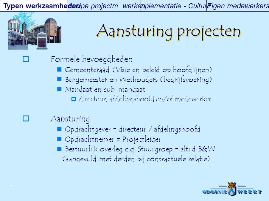 © Aansturing projecten  Formele bevoegdheden Gemeenteraad (Visie en beleid op hoofdlijnen) Burgemeester en Wethouders (bedrijfsvoering) Mandaat en su