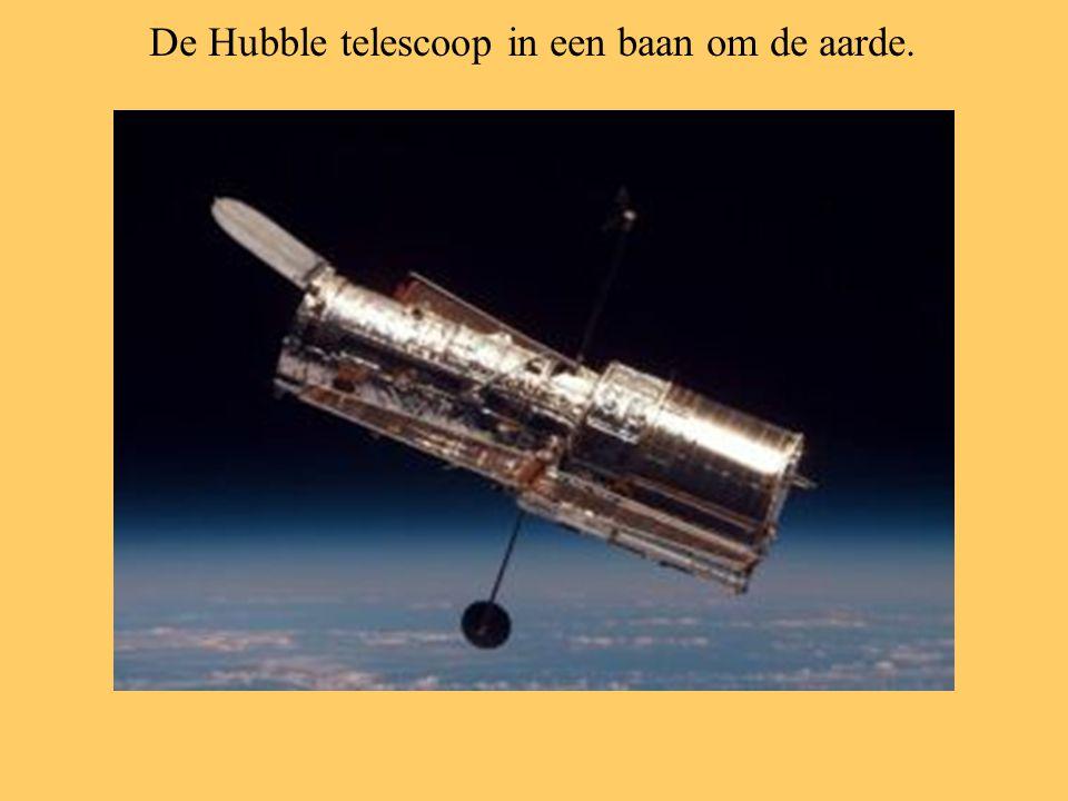 De Hubble telescoop in een baan om de aarde.