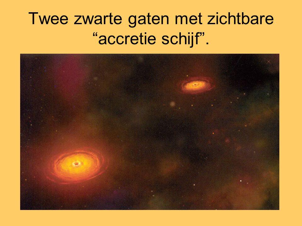 """Twee zwarte gaten met zichtbare """"accretie schijf""""."""