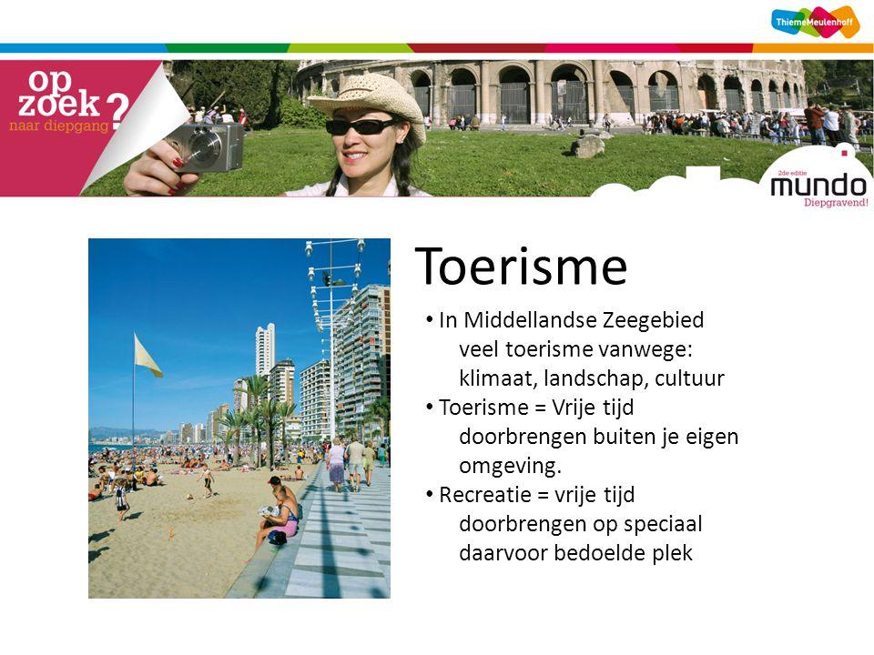 Toerisme In Middellandse Zeegebied veel toerisme vanwege: klimaat, landschap, cultuur Toerisme = Vrije tijd doorbrengen buiten je eigen omgeving.