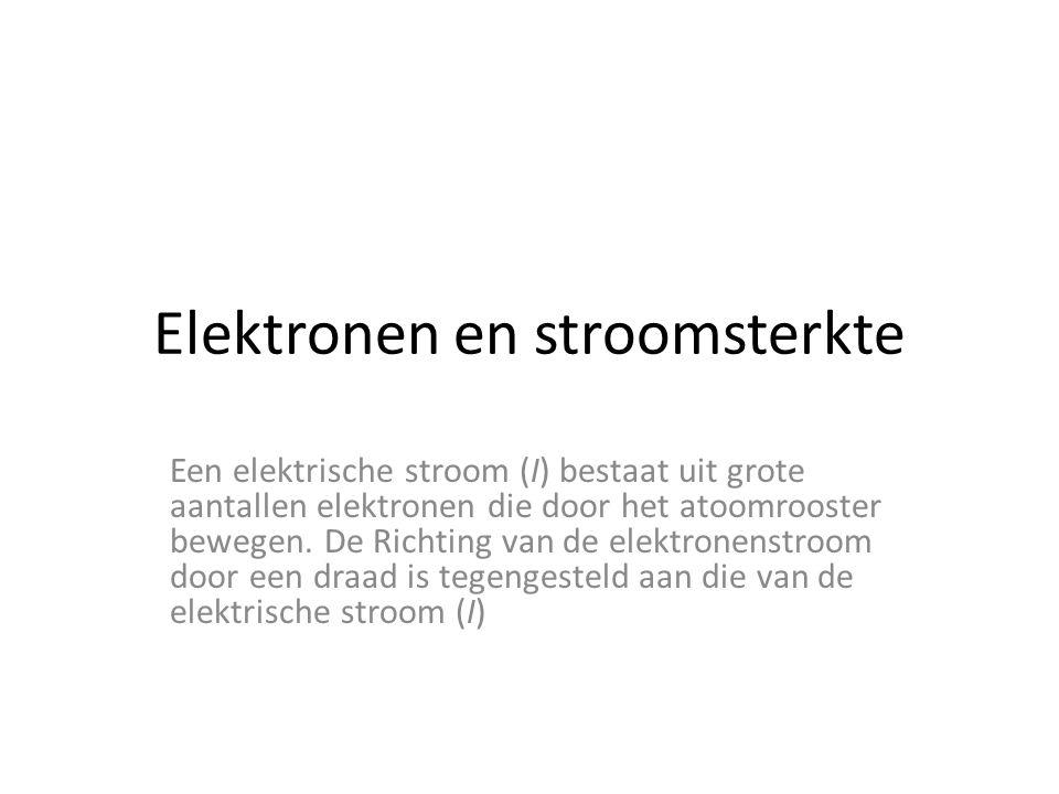 Elektronen en stroomsterkte Een elektrische stroom (I) bestaat uit grote aantallen elektronen die door het atoomrooster bewegen.