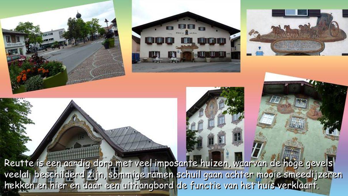 Reutte grenst in het noorden aan het Duitse Beieren, in het zuiden aan de districten Landeck en Imst en in het westen aan de Oostenrijkse deelstaat Vo