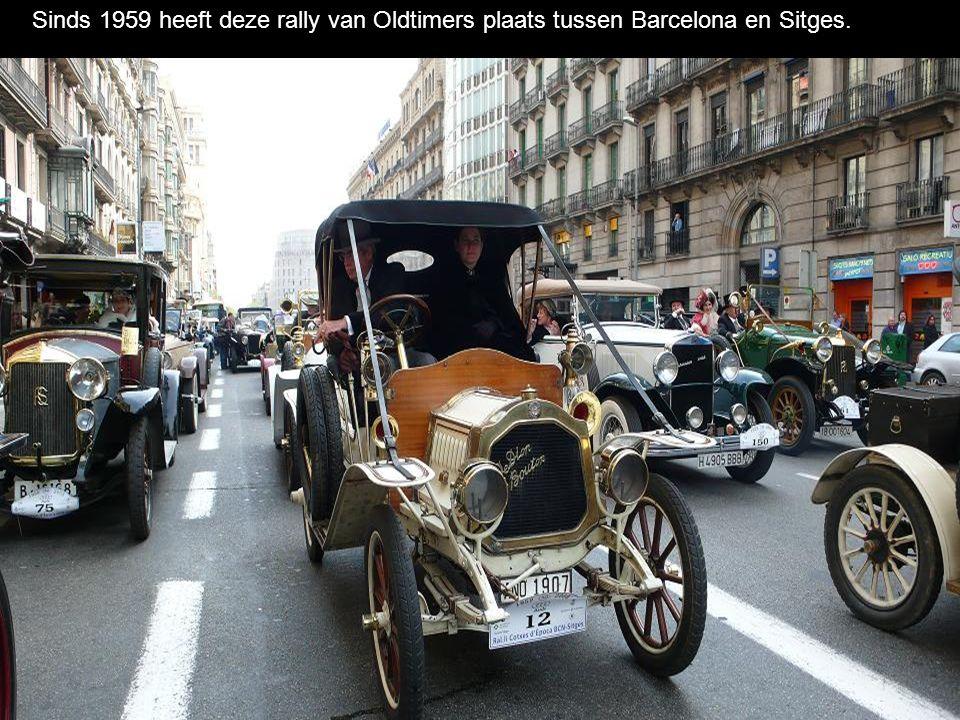 Het behelst een samenkomst van autenthieke wagens, stukken uit musea vòòr 1900-1924