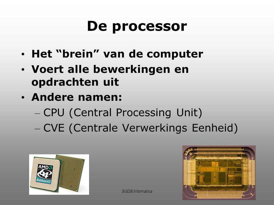 """SGDB Informatica De processor Het """"brein"""" van de computer Voert alle bewerkingen en opdrachten uit Andere namen: – CPU (Central Processing Unit) – CVE"""