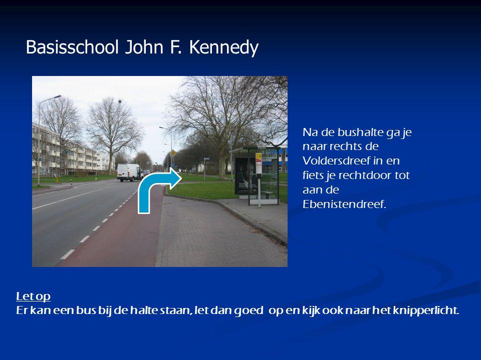 Basisschool John F. Kennedy Na de bushalte ga je naar rechts de Voldersdreef in en fiets je rechtdoor tot aan de Ebenistendreef. Let op Er kan een bus