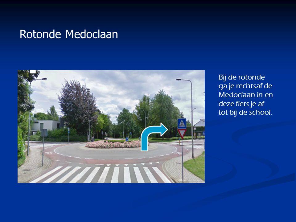 Bij de rotonde ga je rechtsaf de Medoclaan in en deze fiets je af tot bij de school. Rotonde Medoclaan