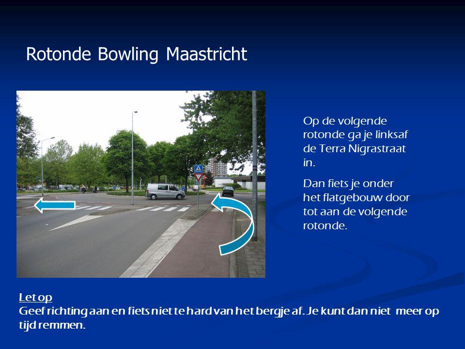Rotonde Bowling Maastricht Op de volgende rotonde ga je linksaf de Terra Nigrastraat in. Dan fiets je onder het flatgebouw door tot aan de volgende ro