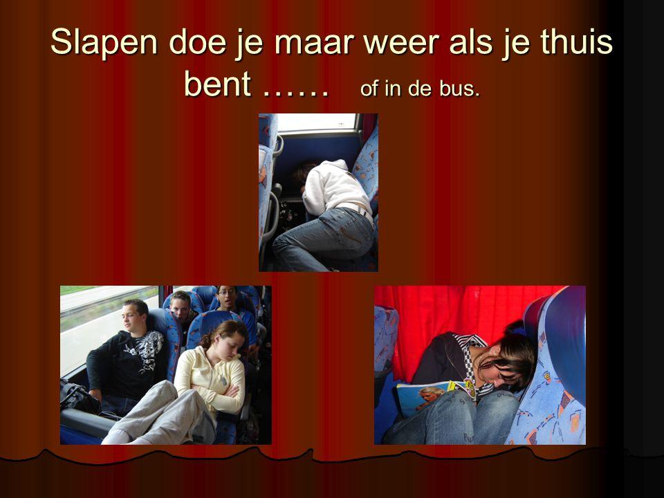 Slapen doe je maar weer als je thuis bent …… of in de bus.