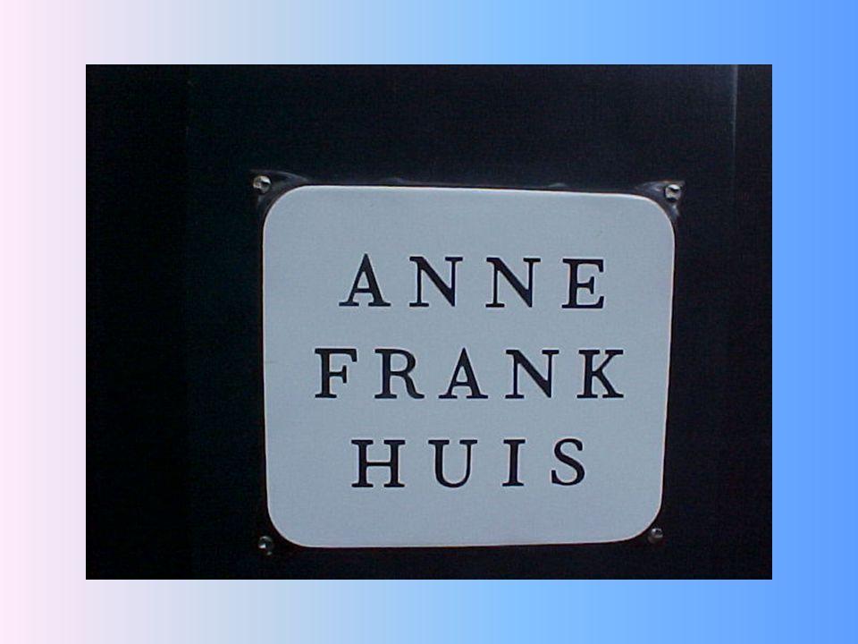 Naast een bezoek aan Nemo moet je in Amsterdam eigenlijk ook wel naar het Anne Frank Huis.
