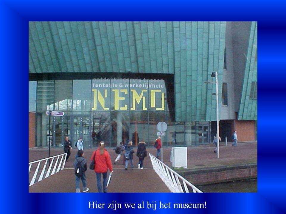 We moesten van het Centraal Station lopen naar Nemo