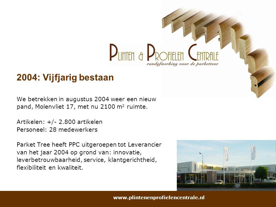 2004: Vijfjarig bestaan We betrekken in augustus 2004 weer een nieuw pand, Molenvliet 17, met nu 2100 m 2 ruimte. Artikelen: +/- 2.800 artikelen Perso