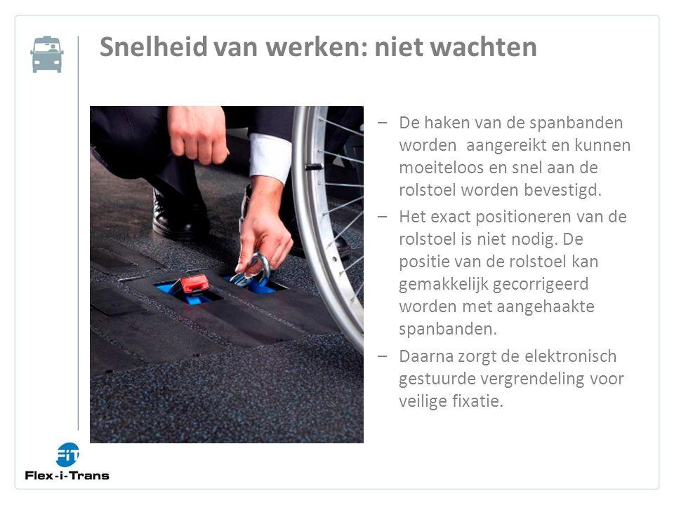 Snelheid van werken: niet wachten –De haken van de spanbanden worden aangereikt en kunnen moeiteloos en snel aan de rolstoel worden bevestigd.