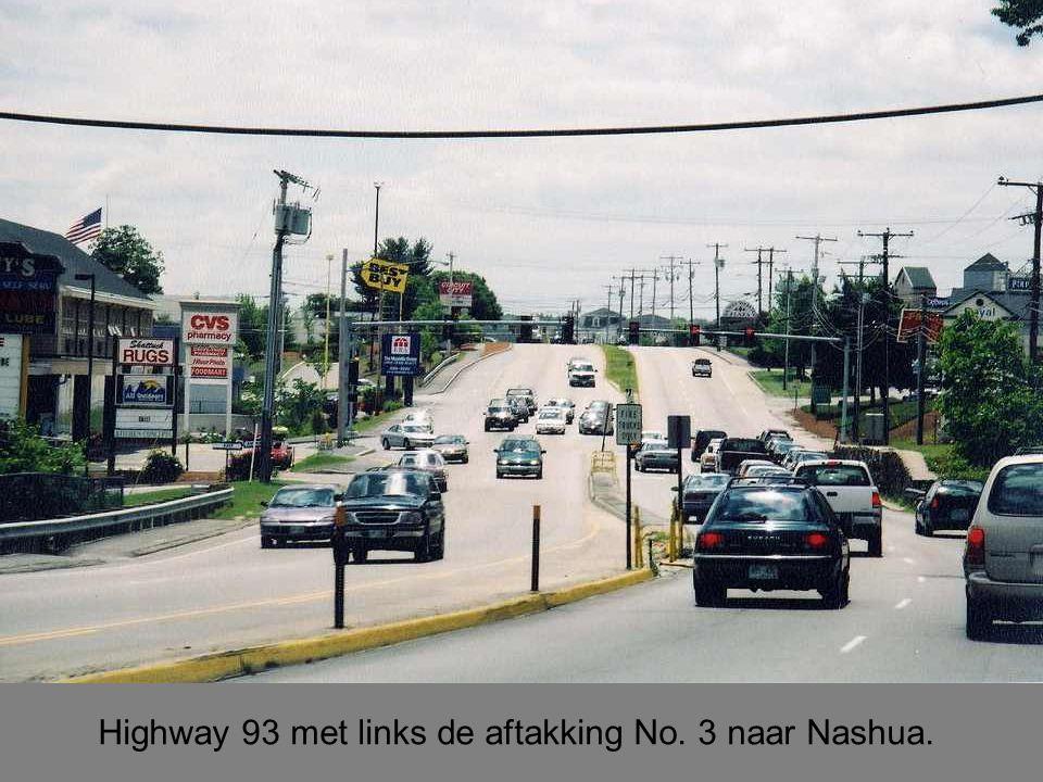 Highway 93 met links de aftakking No. 3 naar Nashua.