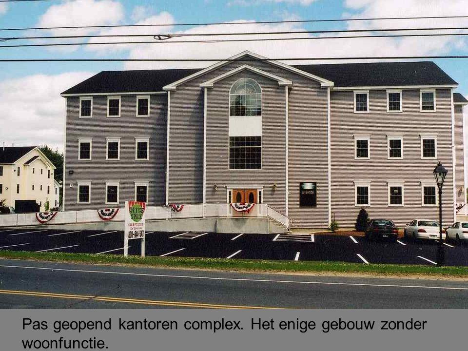 Pas geopend kantoren complex. Het enige gebouw zonder woonfunctie.