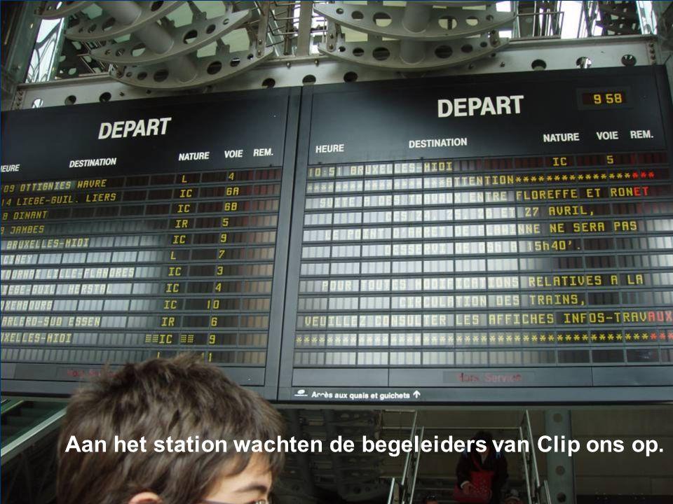 Aan het station wachten de begeleiders van Clip ons op.