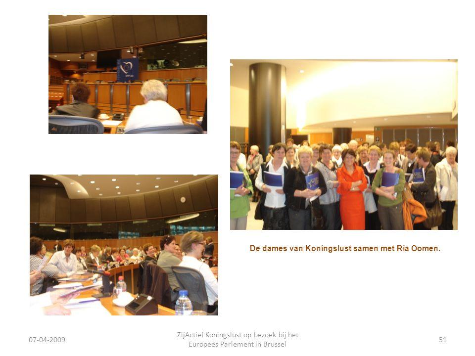 07-04-2009 ZijActief Koningslust op bezoek bij het Europees Parlement in Brussel 51 De dames van Koningslust samen met Ria Oomen.