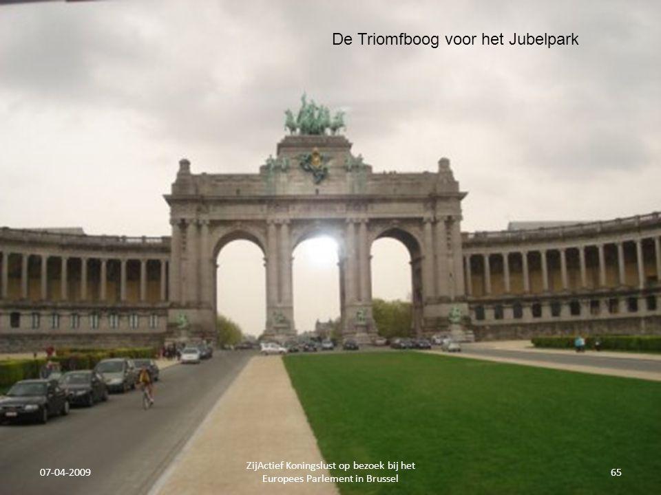 07-04-2009 ZijActief Koningslust op bezoek bij het Europees Parlement in Brussel 65 De Triomfboog voor het Jubelpark