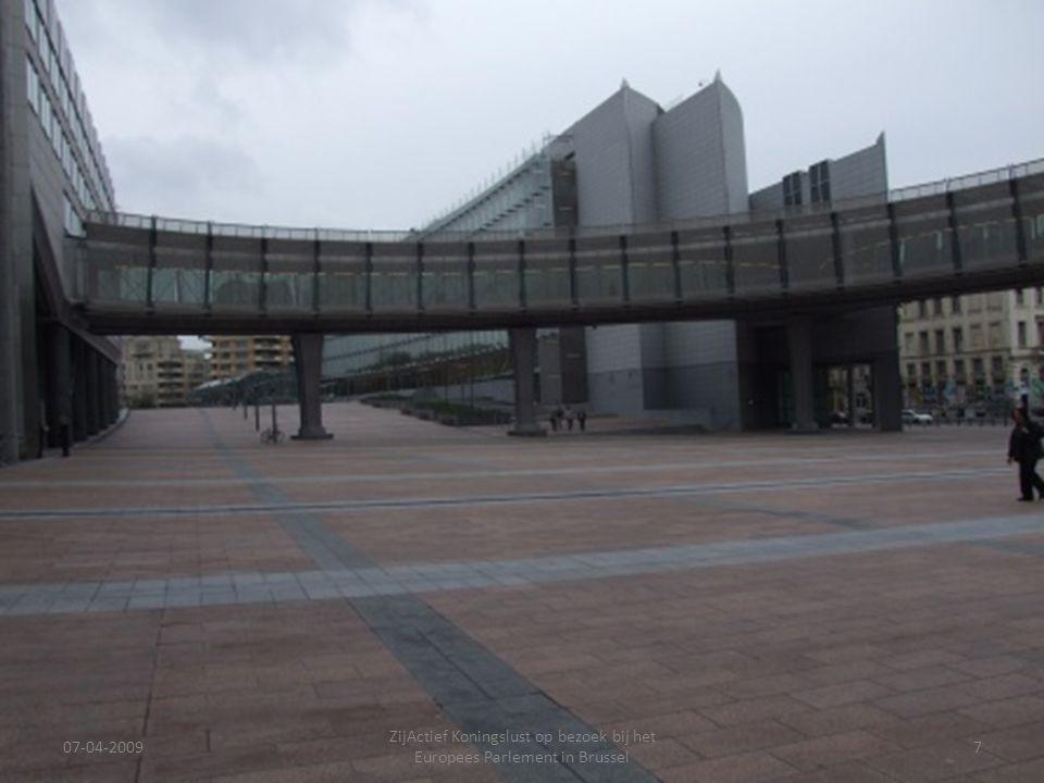 07-04-2009 ZijActief Koningslust op bezoek bij het Europees Parlement in Brussel 7