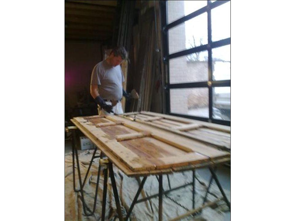 Eenvoudige monumentale woning Advies: Schilderwerk: Deels (met name aan de voorzijde) alle verf verwijderen.