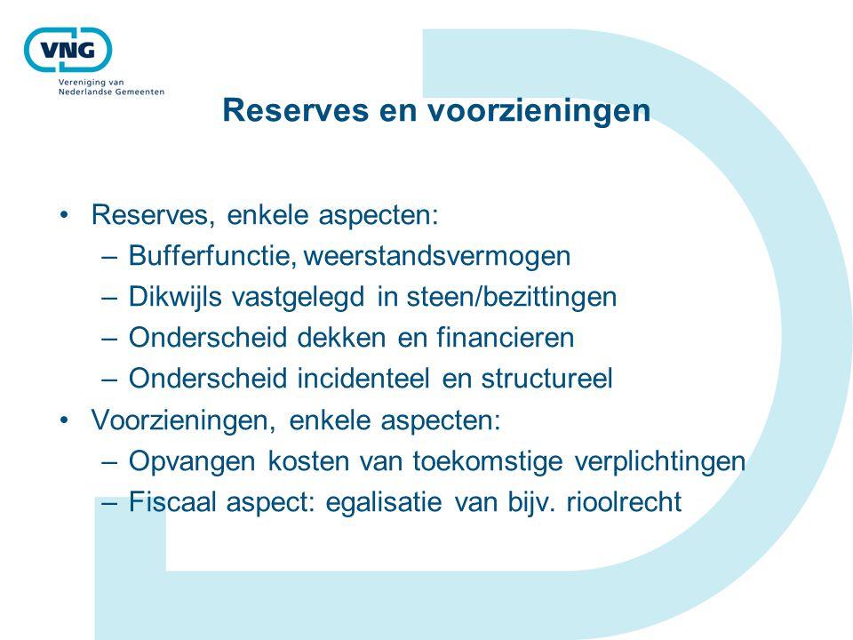 Reserves en voorzieningen Reserves, enkele aspecten: –Bufferfunctie, weerstandsvermogen –Dikwijls vastgelegd in steen/bezittingen –Onderscheid dekken