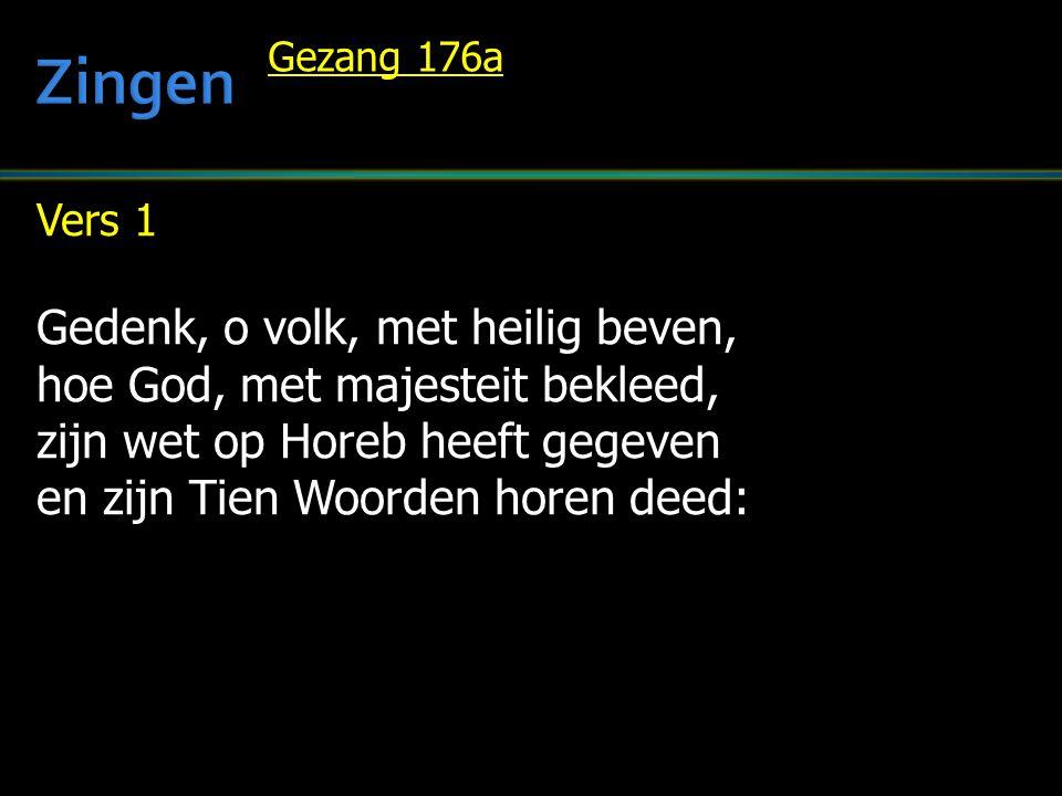Vers 1 Gedenk, o volk, met heilig beven, hoe God, met majesteit bekleed, zijn wet op Horeb heeft gegeven en zijn Tien Woorden horen deed: Gezang 176a