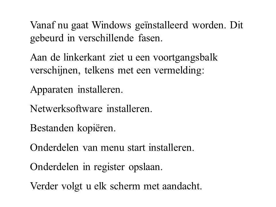 Vanaf nu gaat Windows geïnstalleerd worden. Dit gebeurd in verschillende fasen. Aan de linkerkant ziet u een voortgangsbalk verschijnen, telkens met e