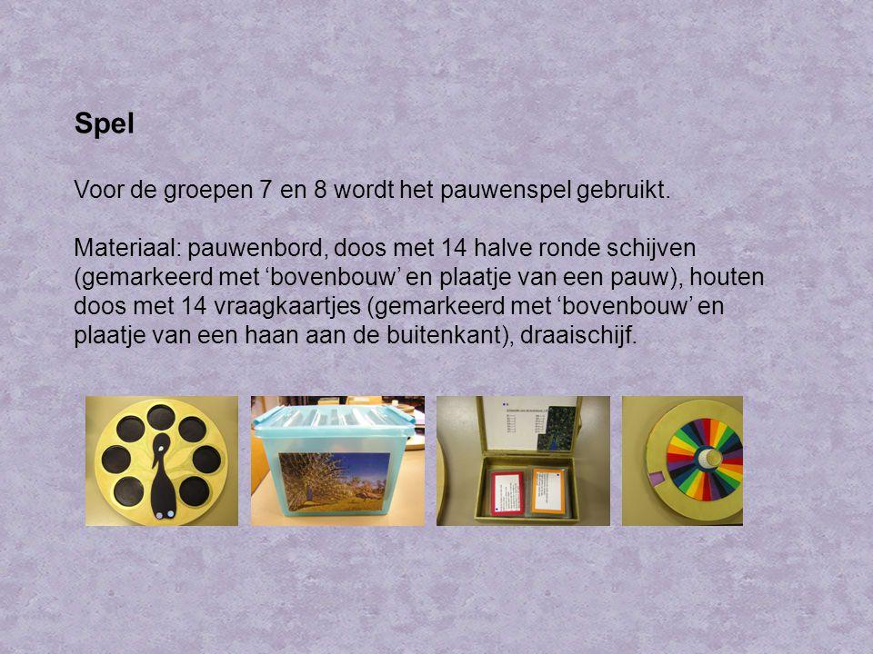 Spel Voor de groepen 7 en 8 wordt het pauwenspel gebruikt. Materiaal: pauwenbord, doos met 14 halve ronde schijven (gemarkeerd met 'bovenbouw' en plaa