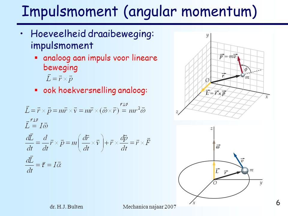 dr. H.J. Bulten Mechanica najaar 2007 6 Impulsmoment (angular momentum) Hoeveelheid draaibeweging: impulsmoment  analoog aan impuls voor lineare bewe