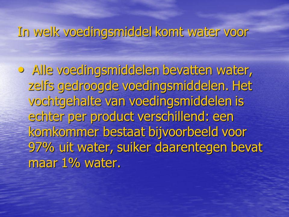 In welk voedingsmiddel komt water voor Alle voedingsmiddelen bevatten water, zelfs gedroogde voedingsmiddelen. Het vochtgehalte van voedingsmiddelen i