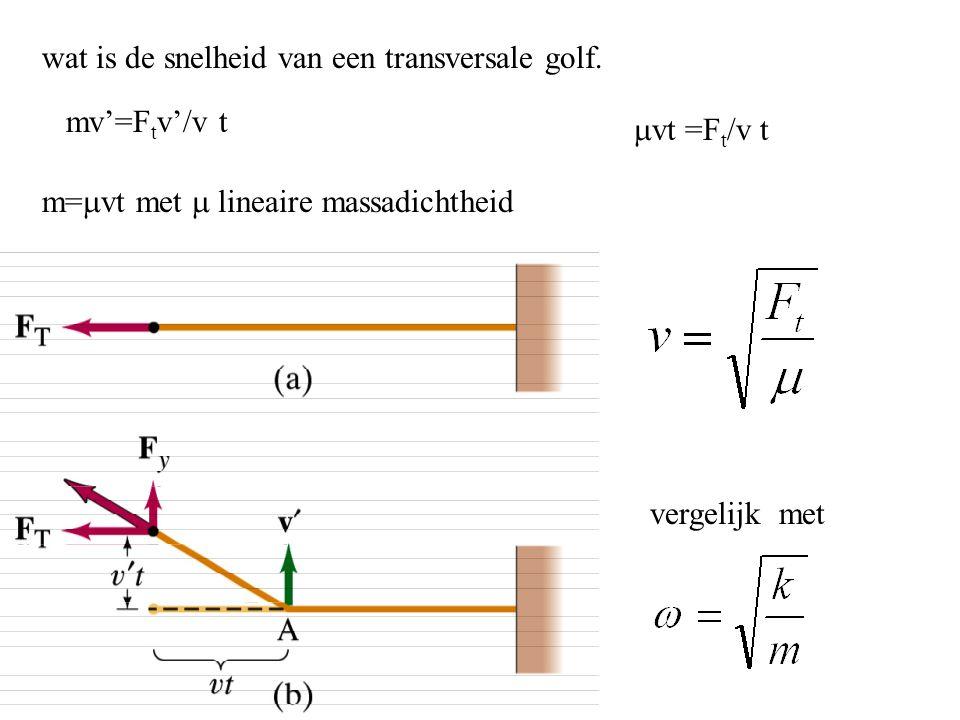 wat is de snelheid van een transversale golf. mv'=F t v'/v t m=  vt met  lineaire massadichtheid  vt =F t /v t vergelijk met