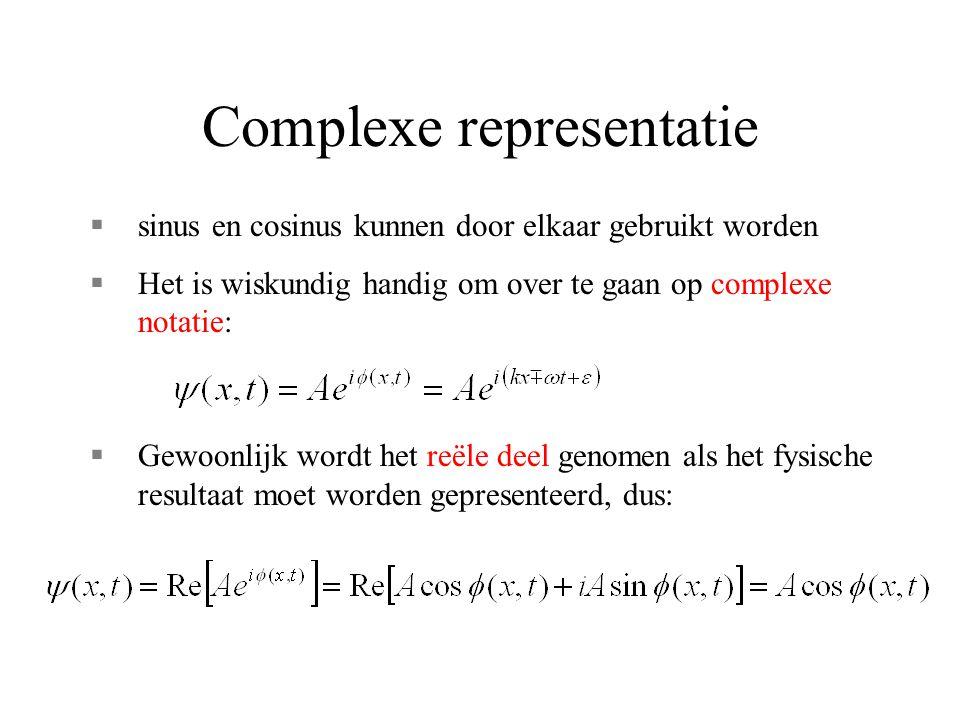 Complexe representatie §sinus en cosinus kunnen door elkaar gebruikt worden §Het is wiskundig handig om over te gaan op complexe notatie: §Gewoonlijk wordt het reële deel genomen als het fysische resultaat moet worden gepresenteerd, dus: