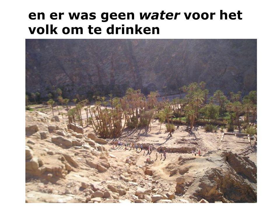 en er was geen water voor het volk om te drinken