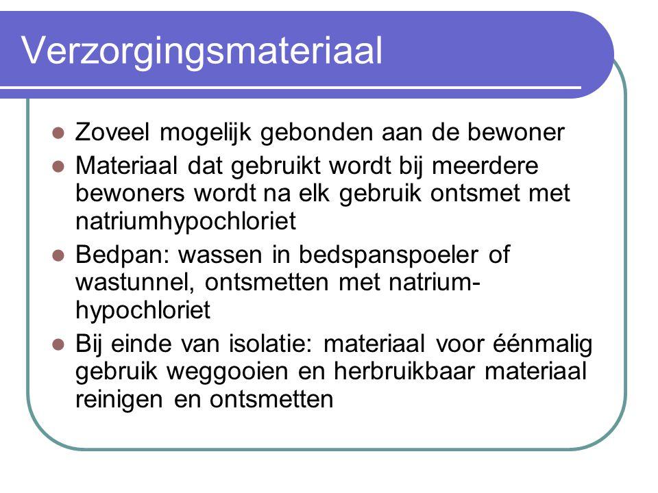 Verzorgingsmateriaal Zoveel mogelijk gebonden aan de bewoner Materiaal dat gebruikt wordt bij meerdere bewoners wordt na elk gebruik ontsmet met natri