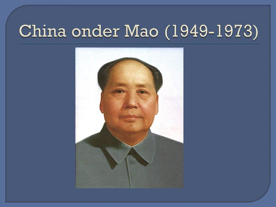 China een totalitaire staat -één leer → het communisme (soort geloof) -één partij → CCP -één leider → Mao( persoonsverheerlijking) -censuur -indoctrinatie via massacommunicatiemid- delen -jeugd geindoctrineerd op school en via de jeugdorganisaties -systeem van terreur en controle